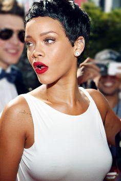 Rihanna - jet black and red - killer combo Estilo Rihanna, Looks Rihanna, Mode Rihanna, Rihanna Riri, Rihanna Style, Short Pixie, Short Hair Cuts, Short Hair Styles, Nappy Hairstyle