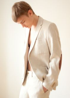 fuckyeahbodevelius: Bo Develius by Karolina Krupa. Bo Develius, Gq Men, Male Photography, Just Love, Street Wear, Mens Fashion, Blazer, People, Model