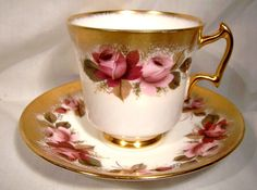 Royal Chelsea Red Pink Roses Gold Tea Cup and Saucer Teacup You can enjoy morning meal or various time intervals applying tea cups. Tea cups likewise have ornamental features. Once you look at the tea glass designs, you will dsicover that clearly. Tea Cup Set, Tea Cup Saucer, Tea Sets, Red And Pink Roses, Vintage Tea, Fine China, Or Antique, Tea Time, Vases
