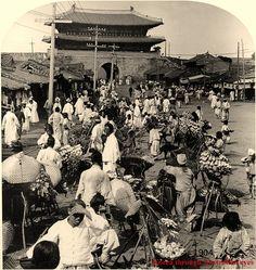 Web site of vintage Korea images Old Pictures, Old Photos, Vintage Photographs, Vintage Photos, Korean Photography, Korean Hanbok, Asian History, Korean Traditional, Korean War