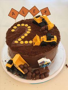 Dark choc mud cake with milk choc ganache, topped with crushed choc ripple biscuits, smarties and maltesers. Dark choc mud cake with milk choc ganache, topped with crushed choc ripple biscuits, smarties and maltesers. Milk Chocolate Ganache, Chocolate Mud Cake, Cupcakes, Cupcake Cakes, Bolo Super Man, Torta Angel, Digger Cake, 3rd Birthday Cakes, Digger Birthday Cake