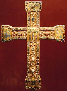 """""""The Senkschmelz Cross, probably commissioned by Abbess Mathilde, grandaughter of Otto I of the Imperial Abbey of Essen, of 4 jewelled Romanesque processional crosses at Essen). Gold with large senkschmelz cloisonné enamel panels (Photos by Sir Gawain)"""" Christian Symbols, Christian Art, Ottonian, Sign Of The Cross, Les Religions, Cross Jewelry, Ancient Jewelry, Romanesque, Dark Ages"""
