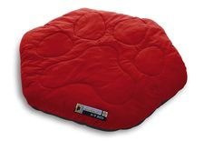 It's not just for the patio – the Mountainsmith K9 Bed is for all your great outdoor adventures. Stuffed with synthetic fill, this outdoor dog bed makes the lumpy ground comfortable to sleep on. Its unique hexagon shape is perfect for medium-large dogs and smaller and is reinforced underneath with Nylon oxford for weather resistance and durability.