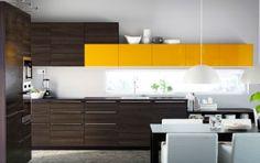 Mejora una decoración moderna oscura con un amarillo brillante
