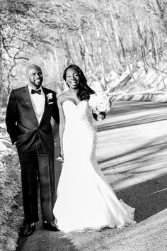 A Classic Ivory and Gold Wedding in New York - Munaluchi Bridal Magazine photographer:http://www.lashtolens.com/ #brideandgroom #husbandandwife