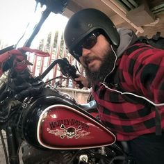 Dress to match... #ridedf #harleydavidson #harleydyna #fxdx #daytonahelmets #red #superglide #motorcycle #nofilter