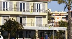 Vanille Hôtel Cagnes-sur-Mer The Vanille Hotel offers en suite accommodation, free Wi-Fi and panoramic views over the Bay of Angels. It is located next to the beach between Cannes and Nice.  Guest rooms at the Vanille are comfortable and modern.