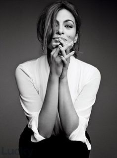 Eva Mendes by Patrick DeMarchelier for Lucky Magazine October 2013 Business Portrait, Corporate Portrait, Patrick Demarchelier, Foto Portrait, Female Portrait, Portrait Inspiration, Photoshoot Inspiration, Foto Cv, White Photography