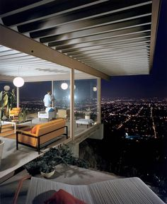 A lesser-known nighttime color study of the Stahl House by Julius Shulman (1960)
