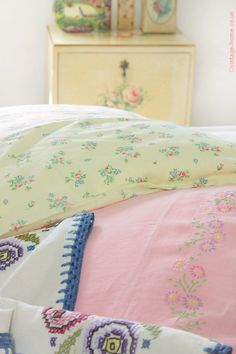 """Vintage Home - A """"Mess o' Linens!"""" Vintage Pillowcases and an Embroidered Bedspread: www.vintage-home.co.uk"""