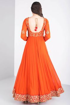 Indian styl e Indian Gowns Dresses, Pakistani Dresses, Traditional Fashion, Traditional Outfits, Indian Attire, Indian Outfits, Indian Designer Outfits, Designer Dresses, Long Gown Dress