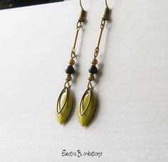 Boucles d'oreilles longues plumes chics émaillées kaki, noir et bronze : Boucles d'oreille par electra