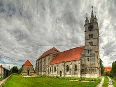 There are countless reasons to visit Romania, but few people go outside central cities to discover the beauty and charm that is hidden in its small towns. Visit Romania, Central City, Lutheran, Go Outside, Small Towns, Notre Dame, Vacation, Mansions, Country