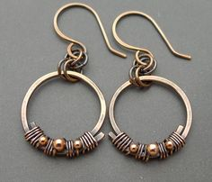 Oxidized Copper Circle Earrings with Copper Beads от ChainFlower Copper Jewelry, Wire Jewelry, Jewelry Art, Beaded Jewelry, Jewelry Design, Jewelry Ideas, Jewlery, Wire Wrapped Earrings, Wire Earrings