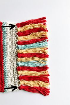 Come check this FREE & EASY Vintage-Chic crochet wall hanging pattern out! Crochet Wall Art, Crochet Wall Hangings, Vintage Walls, Free Crochet, Crochet Patterns, Wall Decor, Plant Hangers, Pretty, Red