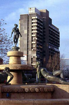 Frauenbrunnen and Scheibe E, Halle Neustadt, Nov 2002
