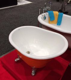 tiny soaker tubs in many colors-Seattle Tiny Homes (a tiny tub for a tiny house) Tiny House Movement, Glamping, Future House, Mini Bad, Casa Loft, Tiny House Bathroom, Tiny Bathrooms, Tiny House Shower, Tiny House Living