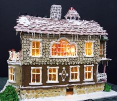 Image from http://www.thewomenseye.com/wp-content/uploads/2012/12/Gingerbread-House-2-Laura-Morrissette-3929-and-3930-lights-on-480.jpg.