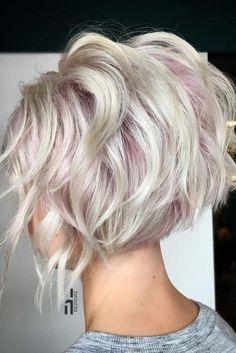 Coupes et balayage - Hair Hair Hair - cheveux Short Choppy Haircuts, Short Bob Hairstyles, Pretty Hairstyles, Short Hair Cuts, Short Wavy, Hairstyles And Color, Concave Bob Hairstyles, Asymmetrical Bob Short, Short Bobs