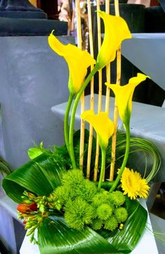 Corporate flowers, corporate flower centerpiece, add pic source on comment and w… – 2019 - Floral Decor Contemporary Flower Arrangements, Creative Flower Arrangements, White Flower Arrangements, Flower Centerpieces, Flower Decorations, Ikebana, Deco Floral, Arte Floral, Corporate Flowers