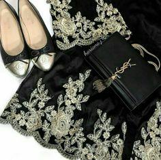 This lace abaya is soooo pretty! 💕