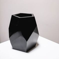 New Collection 2016: Short Facet Vase / Black Peking Glass. #robertkuoltd #interiordesign #modern #newyork #westhollywood #TOWN #TOWNAZ #TOWNshowroom #TOWNstudio #interior #design #home #lifestyle #décor #furniture #accessories #accents