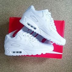 Show Us Your Sneaks: S/O to @dannya96 with the triple white Nike Air Max 90 Leather trainer