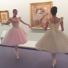 Indie, Pose, Tiny Dancer, Ballet Beautiful, Dance Photography, New Blue, Ballet Dancers, Looks Cool, Pink Aesthetic