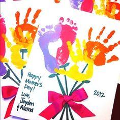 Les mamans apprécient les cadeaux faits maison ; ils deviennent souvent de beaux souvenirs. Personne n'est trop jeune ou trop vieux pour faire un cadeau fait main à sa maman, même en ayant besoin d'aide. Les enfants sont toujours désireux d'offrir un cadeau à leur maman pour la fête des ...