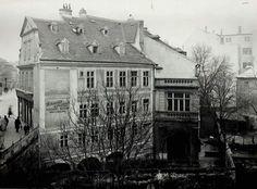Fotka: Vináreň Schmidt-Hansl, pohľad z Michalskej priekopy pred rokom 1930. Zdroj obr.: Archív Viery Obuchovej  #Slovakia #Bratislava #oldTimes #MichalskaPriekopa #Vinaren #retro