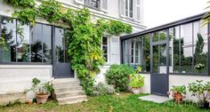 - veranda and canopy in the old tailor-made in the Paris region . House, House Extensions, Home, House Exterior, House Styles, Old Houses, Backyard Projects, Renovations, Exterior