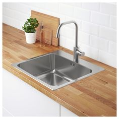 Small Kitchen Remodel Ideas to Make the Most of Your Space - Easy DIY Guide Kitchen Sink Sizes, Kitchen Taps, Kitchen Cabinets, Ikea Kitchen Sink, Ikea Sinks, Fitted Cabinets, Dish Washing Brush, Inset Sink, Ikea Family