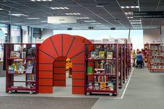 Kongsberg est une ville à la pointe de la technologie, un atout qui se reflète également dans le design de sa nouvelle bibliothèque : le meilleur de la technologie et de l'interactivité associé au cadre traditionnel des bibliothèques classiques.