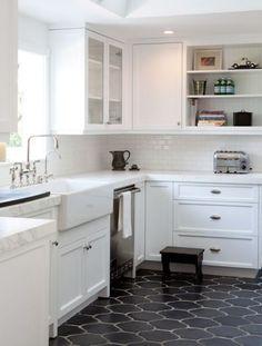 New Kitchen Tile Countertops Ideas Ideas Dark Kitchen Floors, Kitchen Flooring, Kitchen Backsplash, Tile Flooring, Backsplash Ideas, Tile Ideas, Kitchen Countertops, Bathroom Flooring, Black Kitchen Floor Tiles