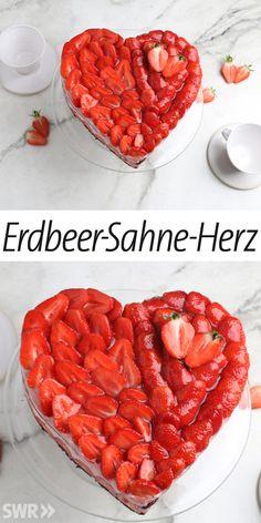 Wie man ein Erdbeer-Sahne-Herz aus frischen Erdbeeren backt #erdbeerkuchen #rezept #erdbeerherz