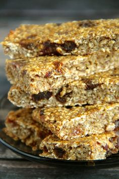 Banana Bread Granola Bars -- these gluten-free, refined sugar-free, and nut-free granola bars taste JUST like a slice of banana bread! || runningwithspoons.com