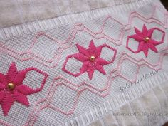 Bargello, Diy And Crafts, Patches, Christmas Tree, Embroidery, Holiday Decor, Hand Embroidery Stitches, Embroidery Stitches, Cross Stitch Embroidery