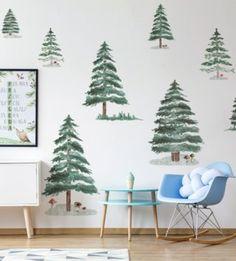 Jedinečný a zároveň veľmi univerzálny vzor stromčekov, ktorý dodá každej izbičke pocit lesa. Tento vzor bude skvelo vyzerať v obývacej izbe, ale bude tiež krásne zdobiť spálňu alebo detskú izbičku. Wishes For Baby, Christmas Tree, Ale, Stickers, Holiday Decor, Home Decor, Homemade Home Decor, Xmas Tree, Ale Beer