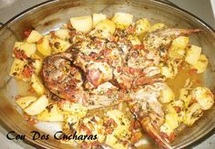 Receta de conejo asa a la murciana | ConDosCucharas.com Paella, Cauliflower, Chicken, Vegetables, Ethnic Recipes, Food, Wings, Rabbit Recipes, Ethnic Food