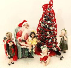 Santa Claus and Four Child Dolls Christmas Doll House Miniature Set
