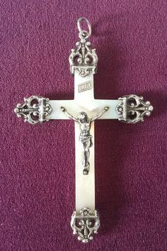 Cross, french antique, mother of pearl and sterling silver crucifix 19th pendant de la boutique VintagedeFrance sur Etsy