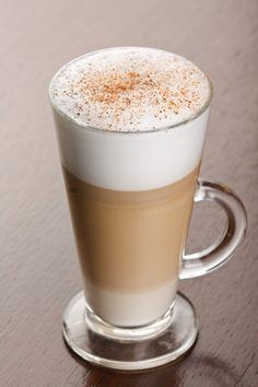 My favorite winter beverage. If I can choose any coffee, it would of the time be a Cafe Latte. Cafe Latte Recipe, Oreo Frappuccino, Protein Shake Recipes, Protein Shakes, Coffee Blog, Cream Aesthetic, Iced Latte, Best Espresso, Coffee Pods