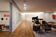 Santo Amaro: Isay Weinfeld. Sala de Estar Ampla, Tons Neutros, Iluminação, Divisão de Ambientes