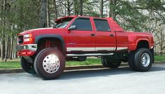 damn...damn...DAAAAAAYYYYMMMM!!  this is a sight for sore eyes!  THIS is what you call a TRUCK!!  TRUCK YEAHH!!