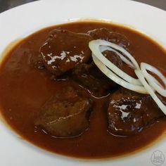 Hovězí guláš - Gulášek z hovězí kližky Czech Recipes, New Recipes, Ethnic Recipes, New Menu, Beef, Cooking, Health, Food, Meat