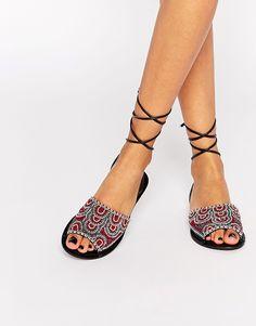 Imagen 1 de Sandalias de cuero anudadas en la pierna FRIENDSHIP de ASOS