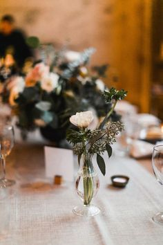One of our very fave things to see in weddings is simplicity done in a beautifully modern way—when minimal, thoughtful details come together to give off an air of understated elegance that feels timel