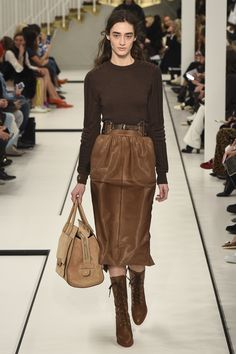 Runway / Tod's / Mailand / Herbst 2017 / Kollektionen / Fashion Shows / Vogue Fashion Week, Milan Fashion, Fashion 2017, Runway Fashion, Winter Fashion, Fashion Show, Fashion Looks, Womens Fashion, Fashion Trends