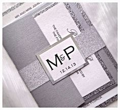 Hoi! Ik heb een geweldige listing gevonden op Etsy https://www.etsy.com/nl/listing/150921684/silver-glitter-wedding-invitation-with