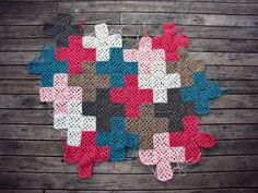 Cross Granny Square Blanket A great little blanket idea from PaisleyJade that looks impressive but is so easy! Again, another for the newbies!